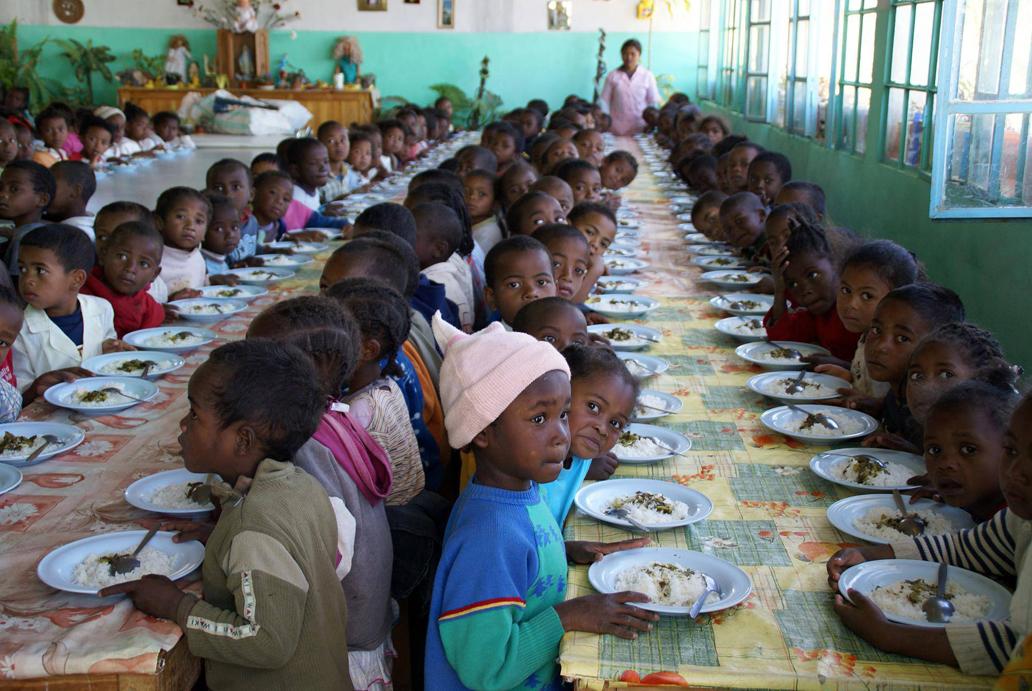 Menjador infantil a una escola d'Àfrica - Foto Javier Mármol