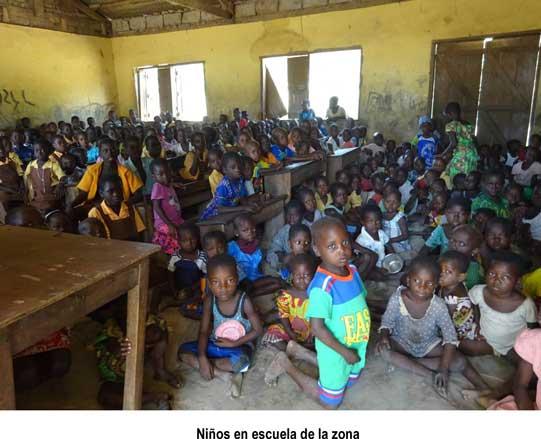 niños en escuela de la zona
