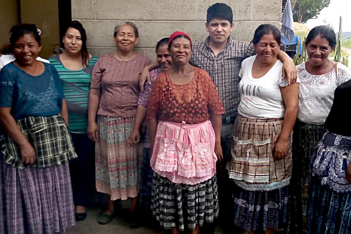 Alumnas de los cursos para mayores de la Ciudad Esperanza