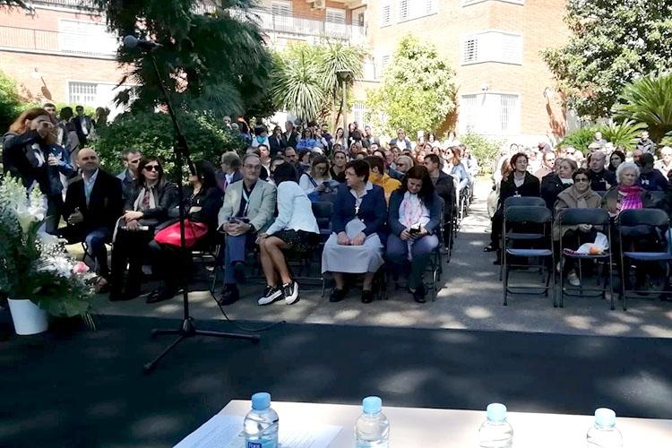 """Imatge del públic assisent al col·loqui """"Solidaritat i voluntariat. Valors en la Societat"""" just abans de començar"""