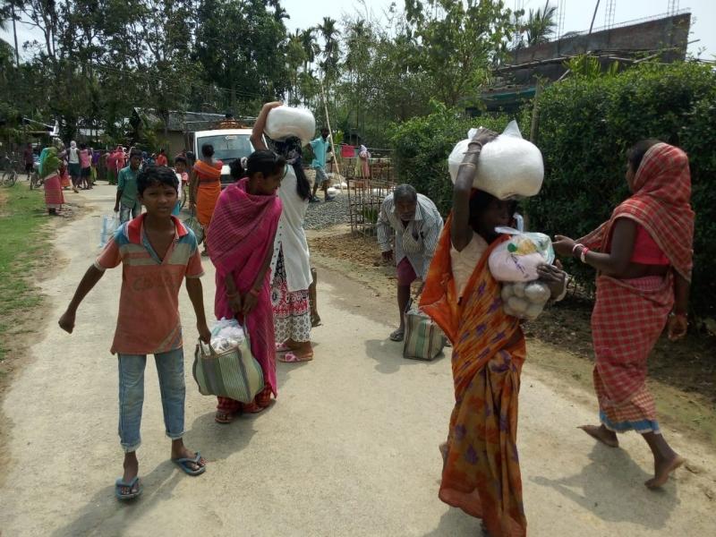 Lliurament d'ajuda d'emergència a Patna_Foto: Mans Unides/Jesuites