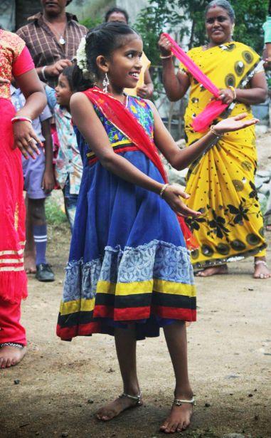 Una niña de la comunidad tribal Narikuravar (Tamil Nadu, India)