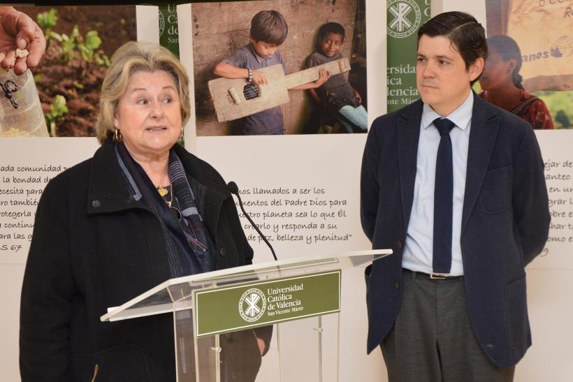 Ana Ruiz ha apelado al compromiso de los jóvenes universitarios para luchar por una ecología integral.