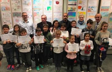 El gOvi lliura els premis del concurs de dibuix que dona suport a Mans Unides