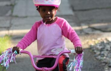 Usar con preferencia el transporte público y la bicicleta y si utilizamos el coche procurar compartirlo