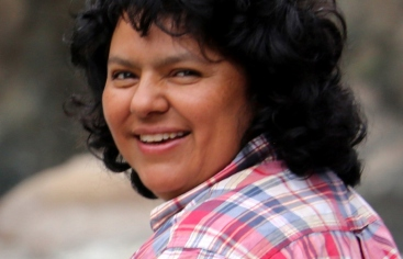 Berta Cáceres, en una serie de fotos realizadas tras recibir el Premio Goldman 2015
