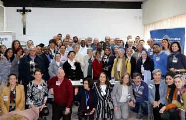 """Foto de familia de los asistentes al """"Encuentro de Misioneros"""" 2020. Foto: Manos Unidas /Carla Vila."""