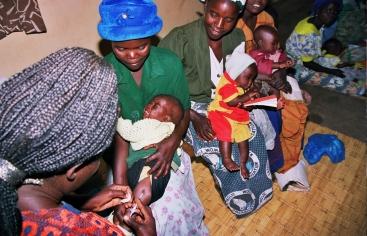 Vacunació a l'Àfrica. Foto: Mans Unides / Javier Mármol a Malawi