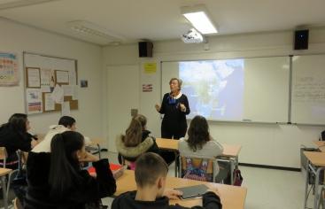 Mans Unides Lleida visita l'Institut Alcarràs